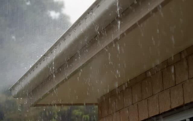 https://rexeroofing.com/rexeloads/uploads/2019/09/rain-water-gutters-kenya-640x400.jpg